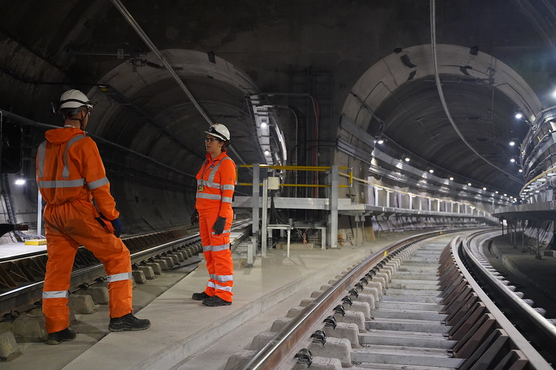Expert advisers working in tunnel